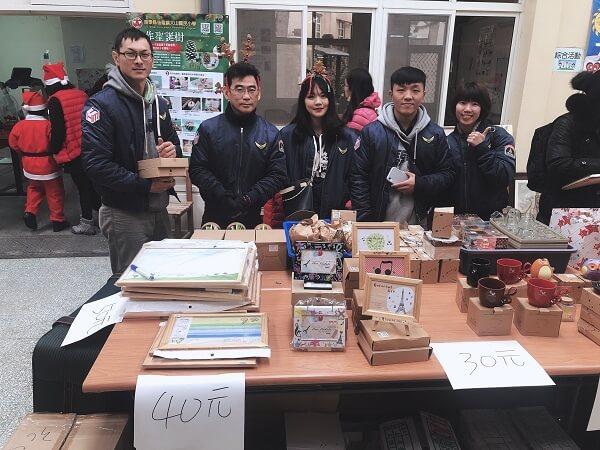 互盛志工協助聖誕義賣活動